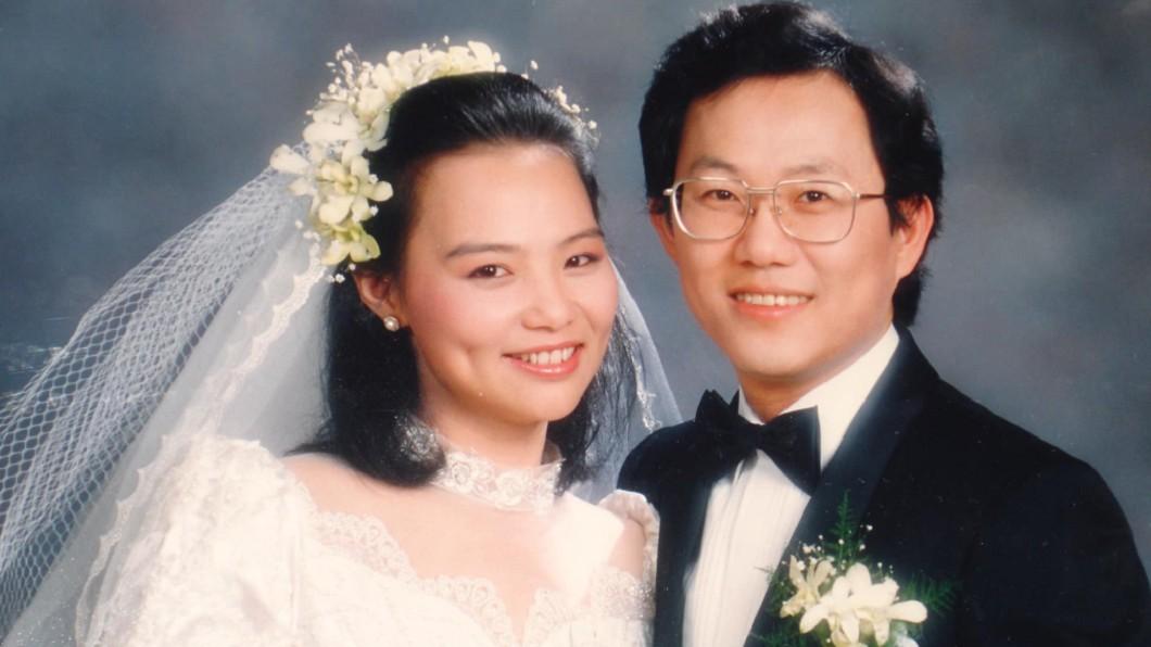 圖/翻攝丁守中粉絲團臉書 丁丁曬32年結婚照!溫子苓超嫩模樣曝 甜美酒窩被讚翻