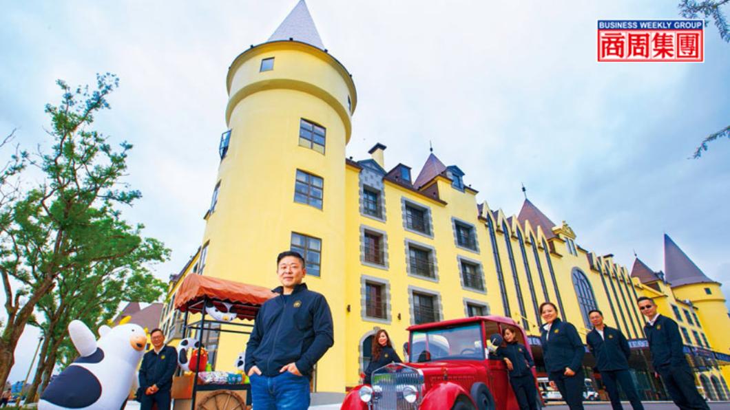 天成第三代掌門人張東豪(左2)打造城堡造型酒店攻頂級市場,還結合在地特色、設計吉祥物等,通吃各年齡客群。圖/商周 天成花蓮蓋飯店 為何敢賣一晚38萬?