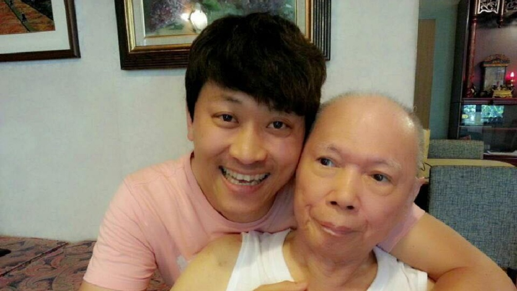 侯昌明的父親罹患失智症22年,14日突然過世了。(圖/翻攝自侯昌明臉書) 失智症22年父突然走了 侯昌明悲嘆:下輩子再當父子