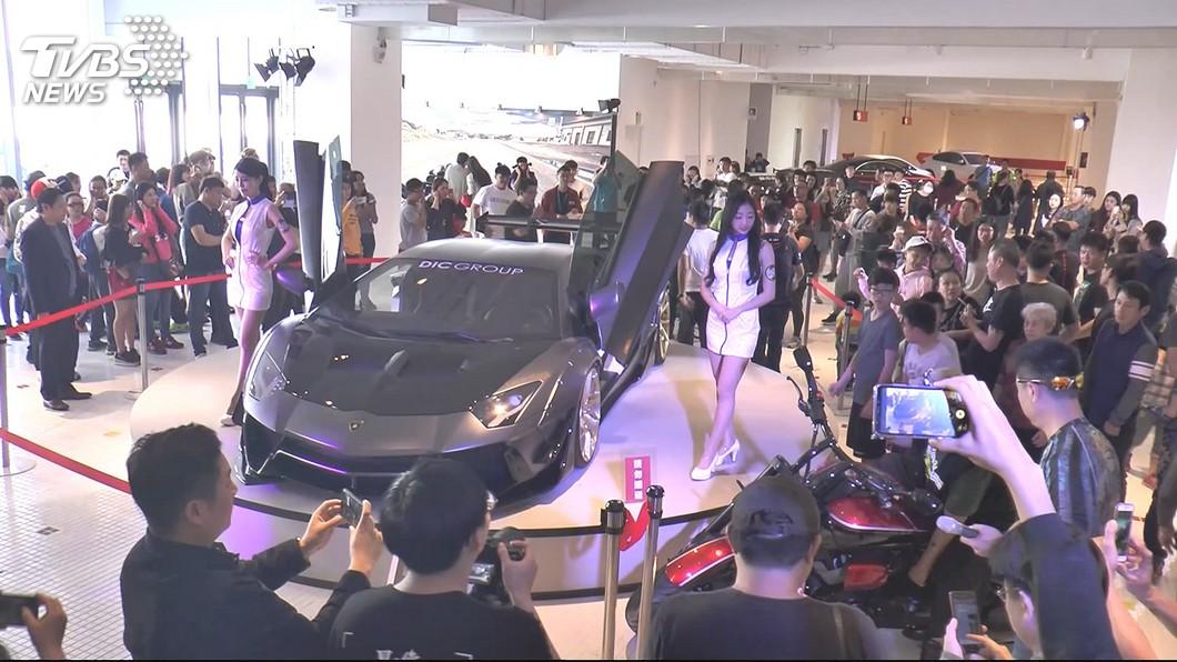 圖/TVBS 重機、跑車助陣 購物中心拚「春節商機」