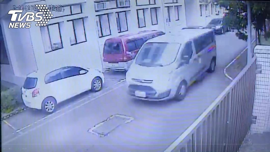 圖/TVBS 少綁這2條…老婦搭復康巴士「重摔2次」慘死