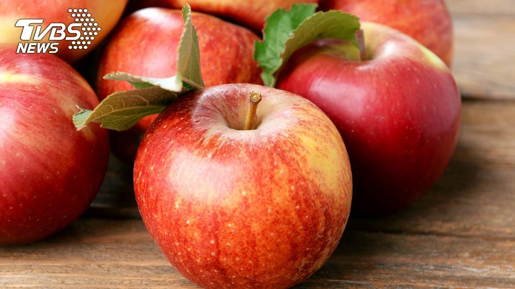 將蘋果煮熟可使纖維軟化、方便入口,但水溶性維生素C也會因此流失。(示意圖/TVBS)