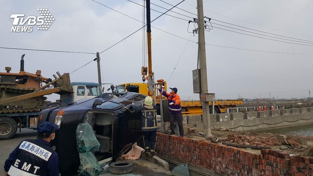 圖/TVBS 箱型車、拖板車相撞 女乘客肢體變形爆頭慘死