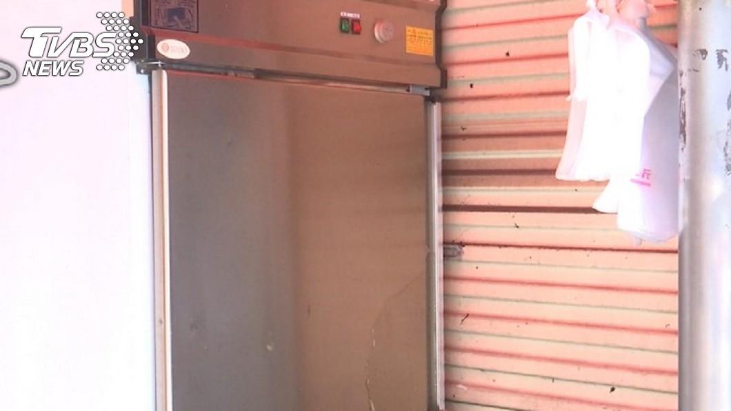 沈聯旺把謝姓女友關進大型冰箱。圖/TVBS