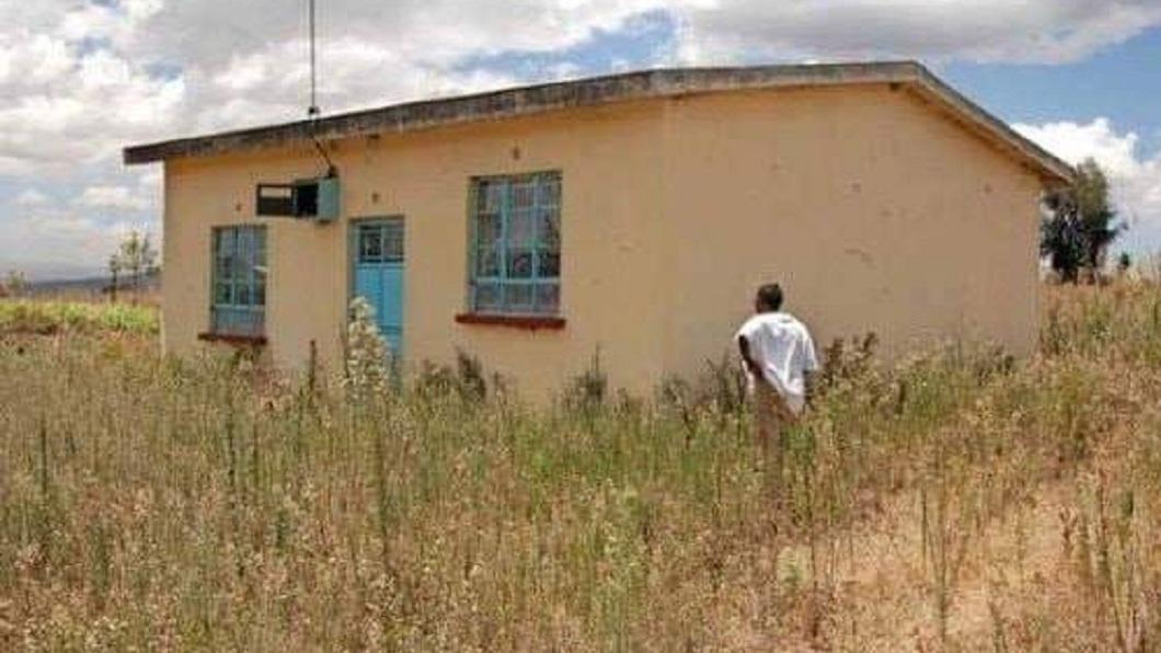 肯亞總統答應要送一名單親媽媽一間房子,但是屋況和周遭環境卻是讓人看了傻眼。(圖/翻攝自臉書) 兒國慶朗誦詩感動總統…他承諾送新屋 母看到成品傻了