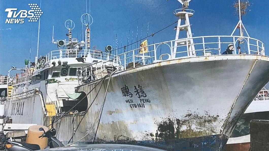 圖/中央社 屏東喋血漁船被迫跳海船員 友船救援中