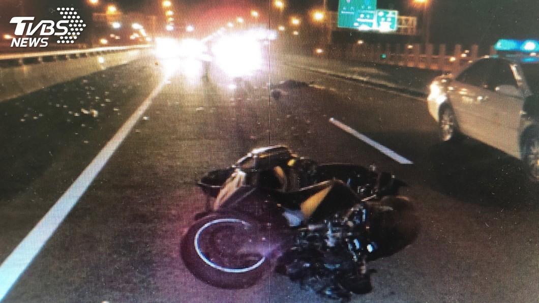 圖/TVBS 重機騎士自摔友幫擋車 120秒後死神來索命