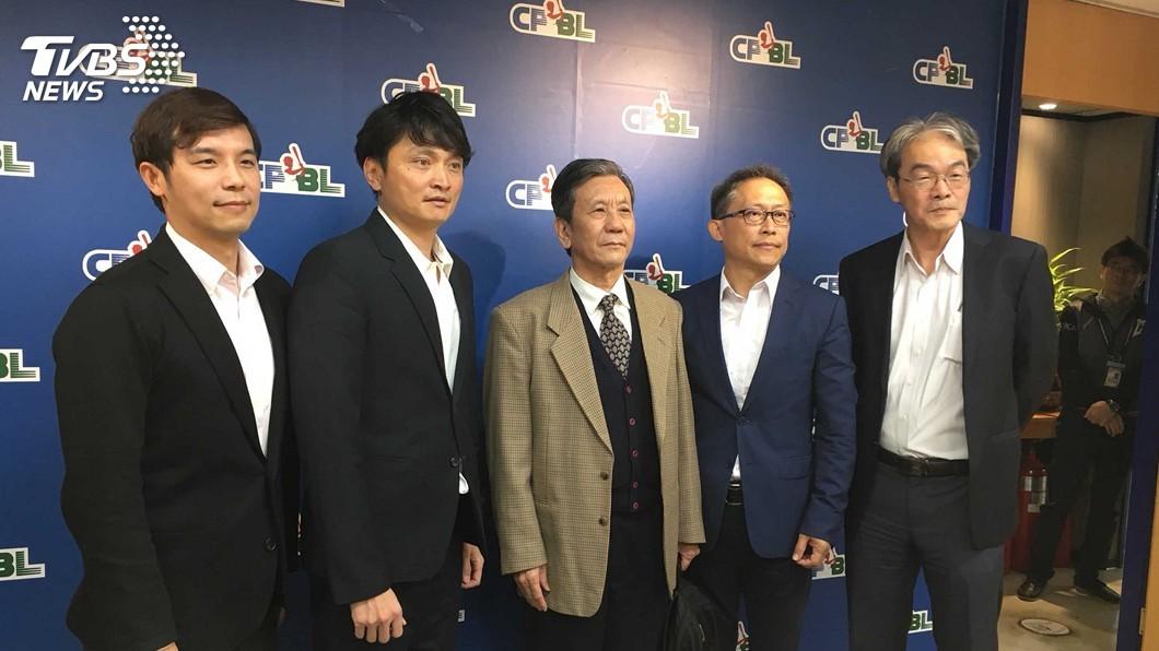 圖/中央社 頂新拜會中職 味全龍領隊總教練擬3月底敲定