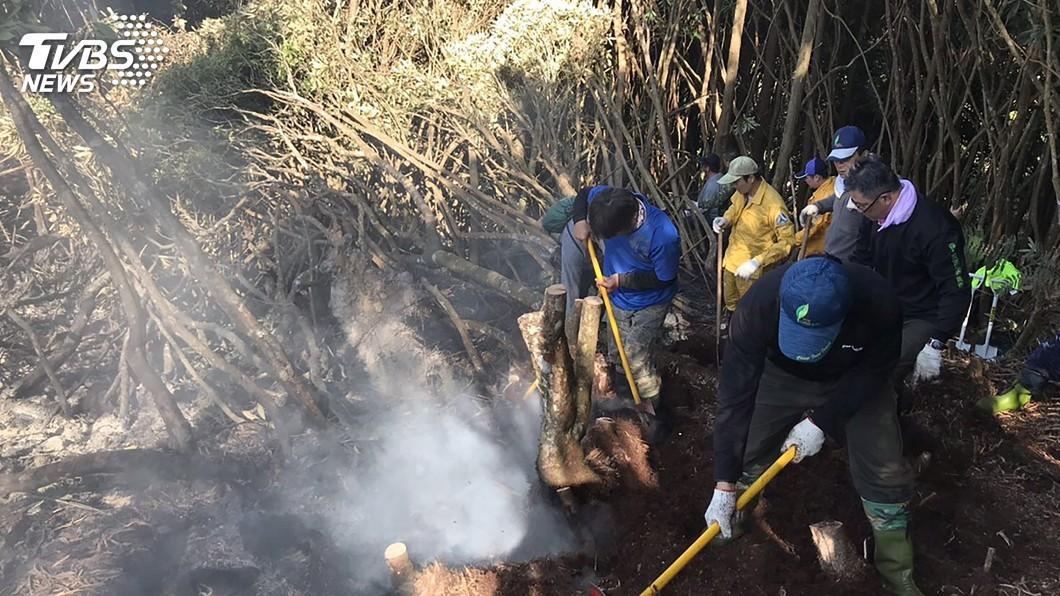 圖/中央社 阿里山區森林火警 空勤直升機水袋灌救撲滅