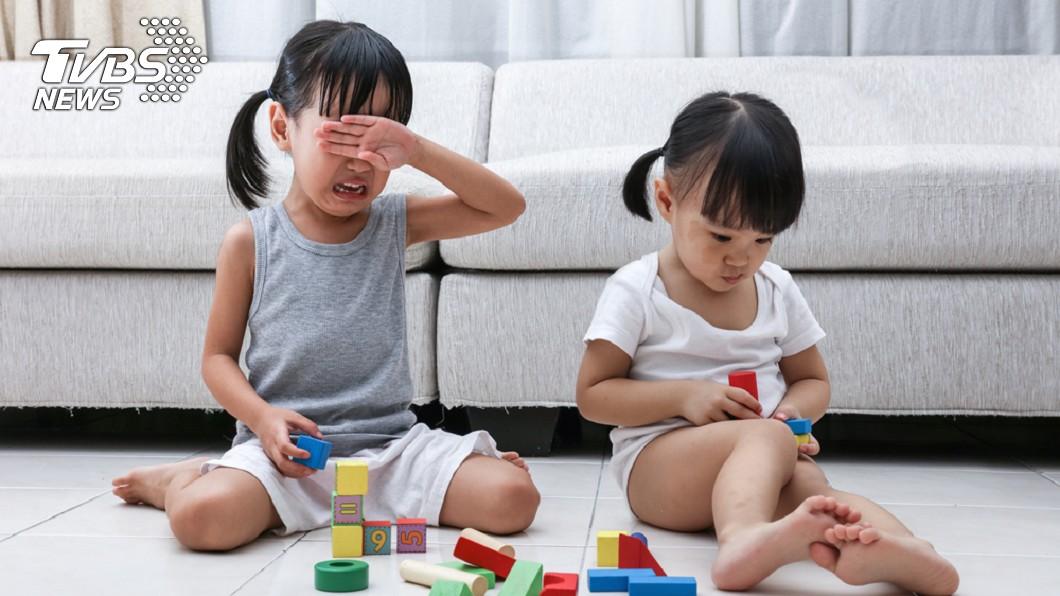 托嬰中心虐打兒童。示意圖/TVBS 托嬰中心主任甩童撞櫃 虐打到手痠才肯停