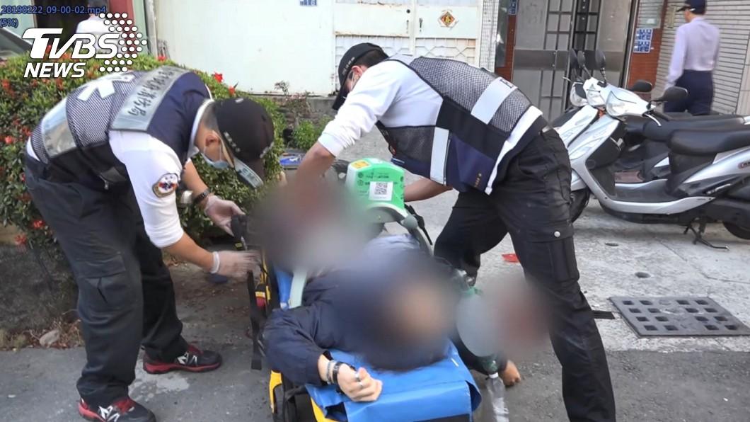 圖/TVBS 16年前車禍結怨 男遭猛刺破肚濺血