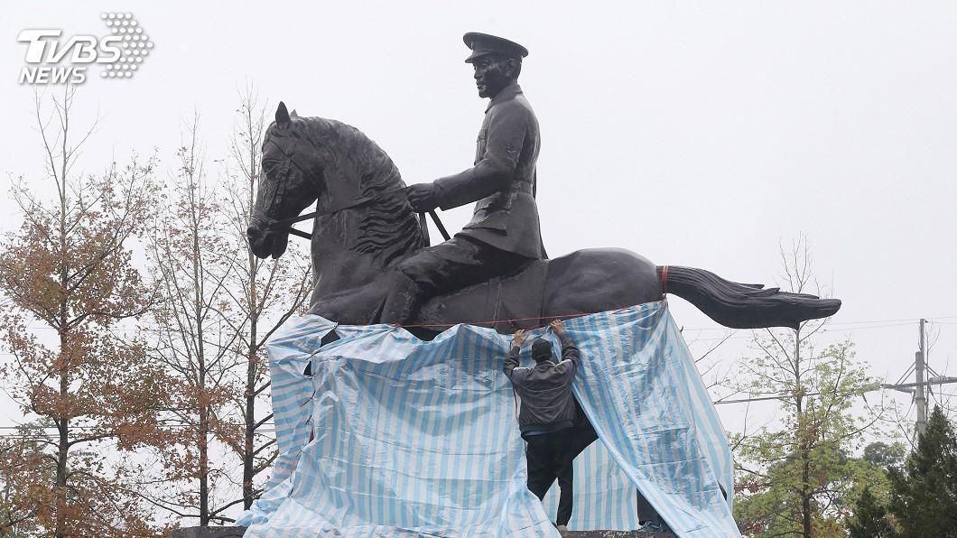 圖/中央社 政大蔣中正銅像遭破壞 促轉會:理解但遺憾