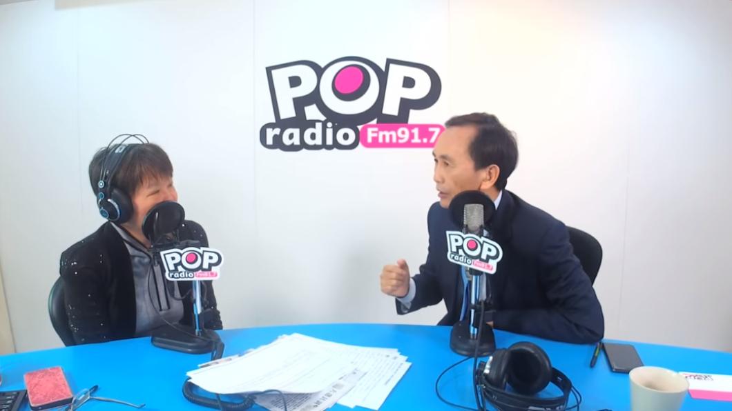 美麗島電子報董事長吳子嘉(右)接受主持人黃光芹專訪。圖/翻攝自YouTube