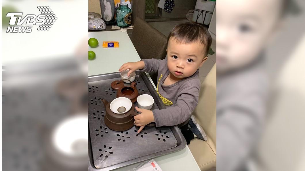 原PO強調兒子泡茶都使用冷水,不用怕會燙傷。圖/網友提供