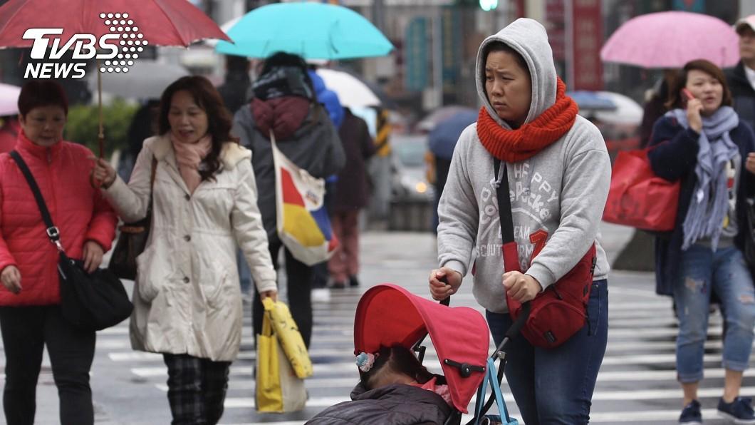 今(24)日全台會感到明顯降溫和有雨。(示意圖/TVBS) 冷氣團伴雲雨區…北今晨探12度 全台有雨玉山有望降雪