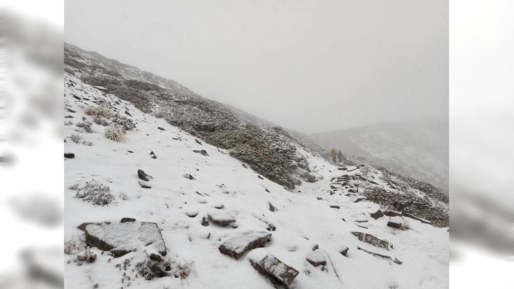 圖/翻攝自全蔣清臉書 快訊/下雪了!雪山圈谷積雪10公分 持續下雪中