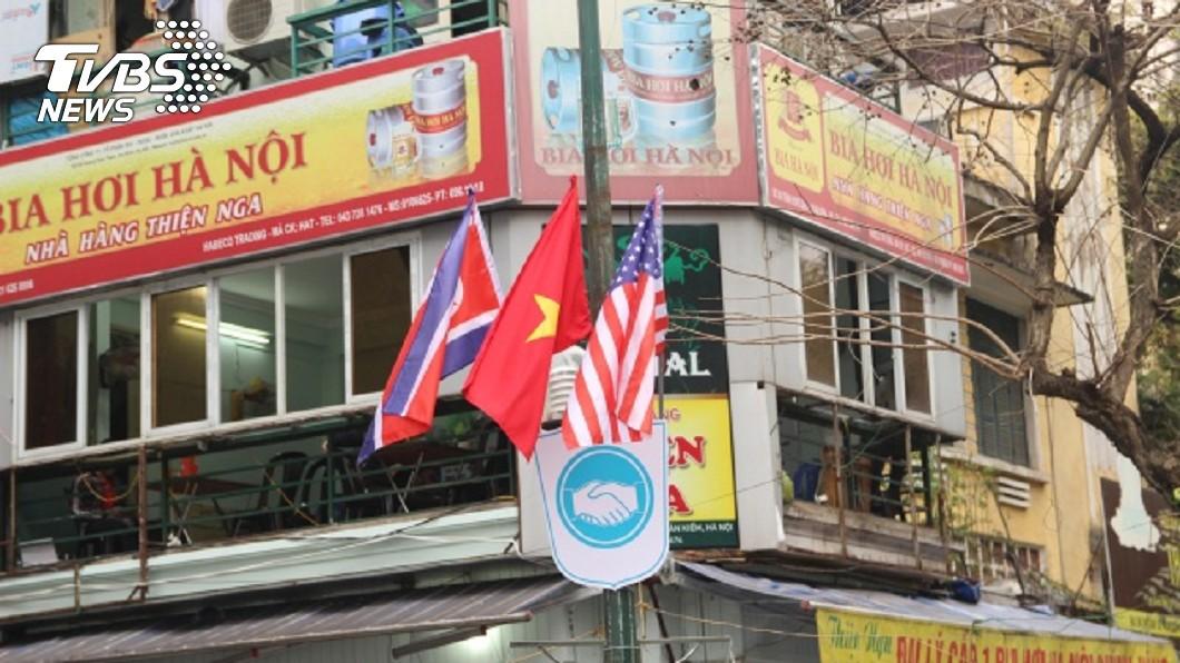 川金二會將登場,越南河內街道懸掛各國國旗。(圖/中央社) 川金二會 越南總理:確保絕對安全