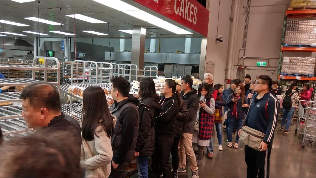 好市多到假日總是人滿為患。圖/翻攝自臉書Costco好市多 商品經驗老實說