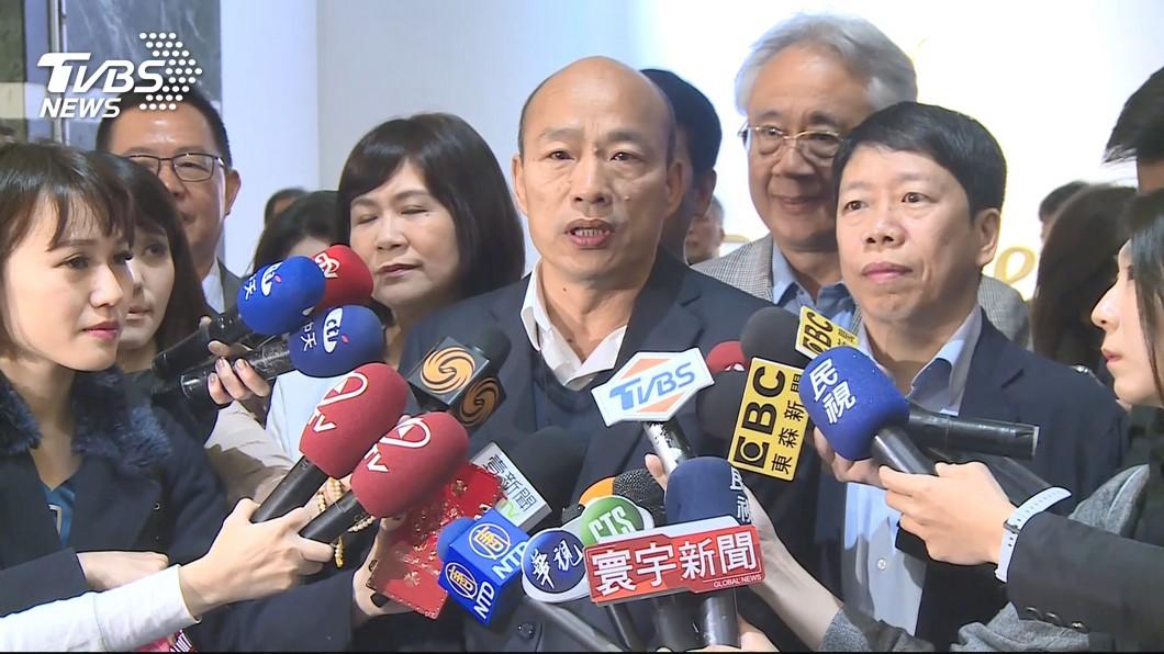 高雄市長韓國瑜這次出訪大馬和星國,傳出過程屢遭綠營打壓。(圖/TVBS) 出手卡韓?綠營「這照片」間接露餡 他喊:豬隊友無誤