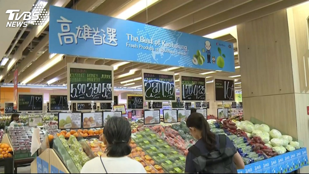 高雄市長韓國瑜出訪星馬,新加坡連鎖超市設置「高雄首選」蔬果專區。圖/TVBS資料畫面 傳星國超市「高雄專區」已下架 女星PO影片打臉酸民