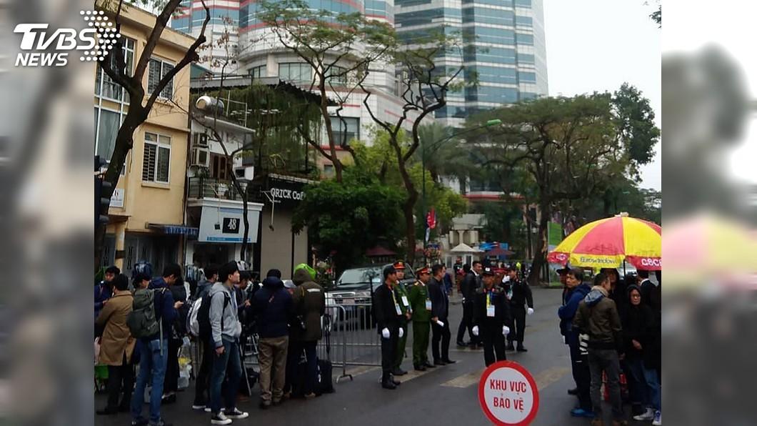 酒店25日晚間起戒備變得相當嚴格,酒店周圍地區被封鎖,出入嚴格管控。圖/中央社 金正恩抵達越南 下榻河內梅利亞酒店