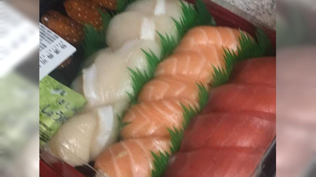 好市多握壽司被網友們評選為必買商品之一。圖/翻攝自臉書「爆料公社」 買生魚片握壽司 天兵媽端走秒變「海鮮炒飯」他傻眼