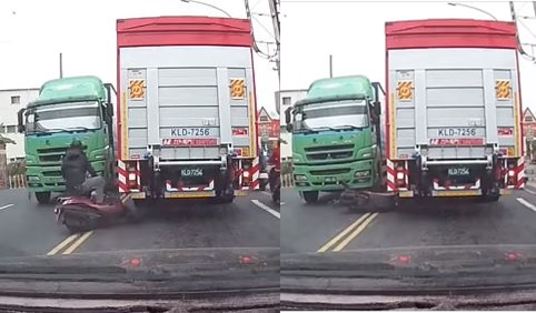 騎士在雙黃線間瘋狂超車,急煞後自摔在貨車前方。圖/翻攝自「聯結車 大貨車 大客車 拉拉隊 運輸業 照片影片資訊分享團」臉書