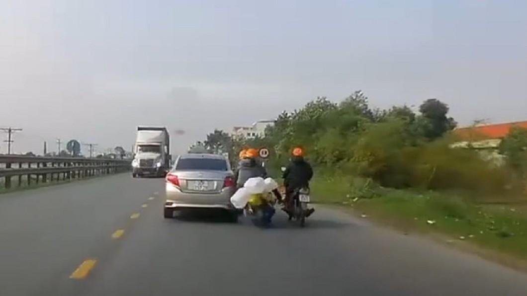 圖/翻攝臉書《八卦村- 車紀錄器影片上傳中心》