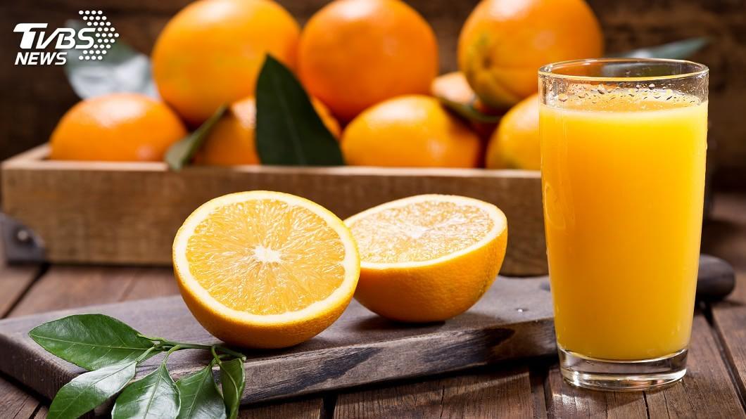 示意圖/TVBS 陸「鮮榨柳橙汁販賣機」抽樣 黴菌超標3萬倍