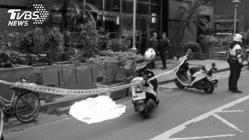 47歲吳婦昨(1)日疑因投資失利,在自家頂樓14樓跳下輕生。圖/中央社 大廈至少奪走4條命!住戶加碼爆料 網超毛:抓交替?