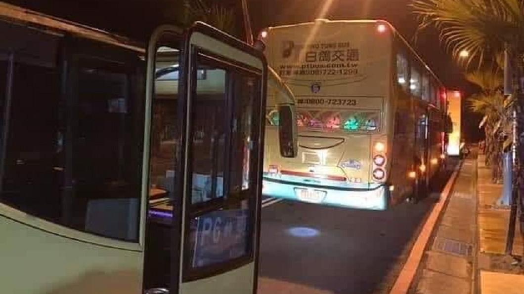 圖/翻攝自 聯結車 大貨車 大客車 拉拉隊 運輸業 照片影片資訊分享團 臉書 燈會遊客散去…深夜還有客運停門口 背後原因藏洋蔥