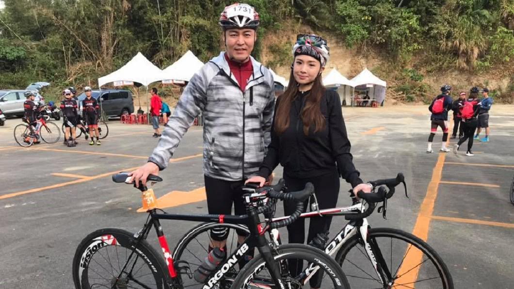 劉至翰今年初和第二任妻子Vivian簽字離婚。(圖/翻攝自劉至翰臉書)