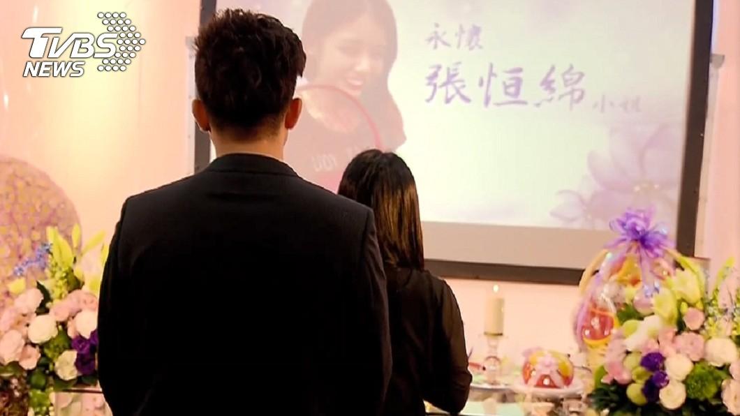 女友驟然離世,謝政鵬一臉憔悴,首度公開在鏡頭前。圖/TVBS