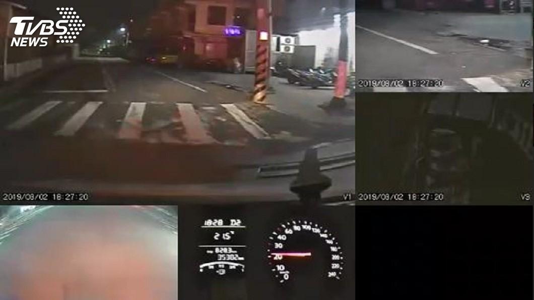 警方調閱救護車內的行車紀錄器,將釐清整起事發主因。(圖/TVBS)