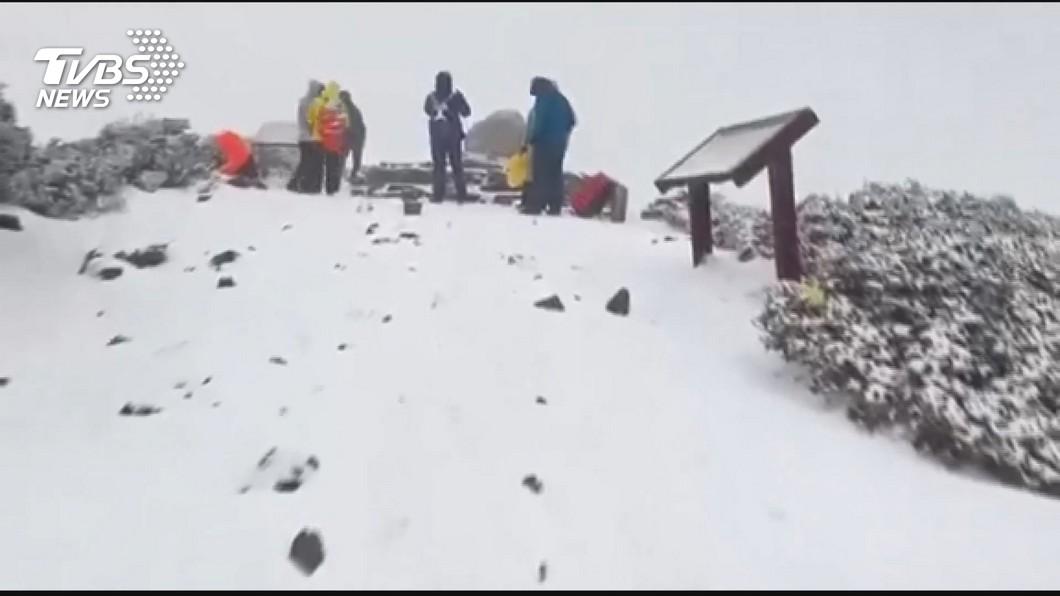 今天(3日)雪山降下瑞雪。圖/TVBS 春雨來了!氣溫持續下降 這天高山有機會下雪
