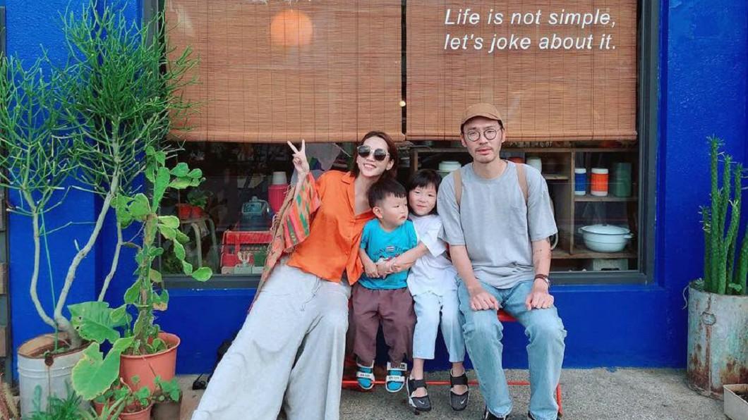 張少懷和翁馨儀婚後育有女兒櫻桃和兒子栗子,全家生活幸福。圖/翻攝自 臉書