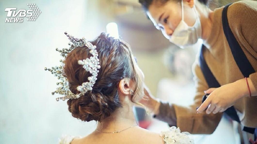 不少新人結婚時,都會找來新娘秘書服務幫忙。(示意圖/新娘秘書ivy授權提供) 省過頭?準新娘試妝稱「回去考慮」 直接宴客讓新秘氣炸
