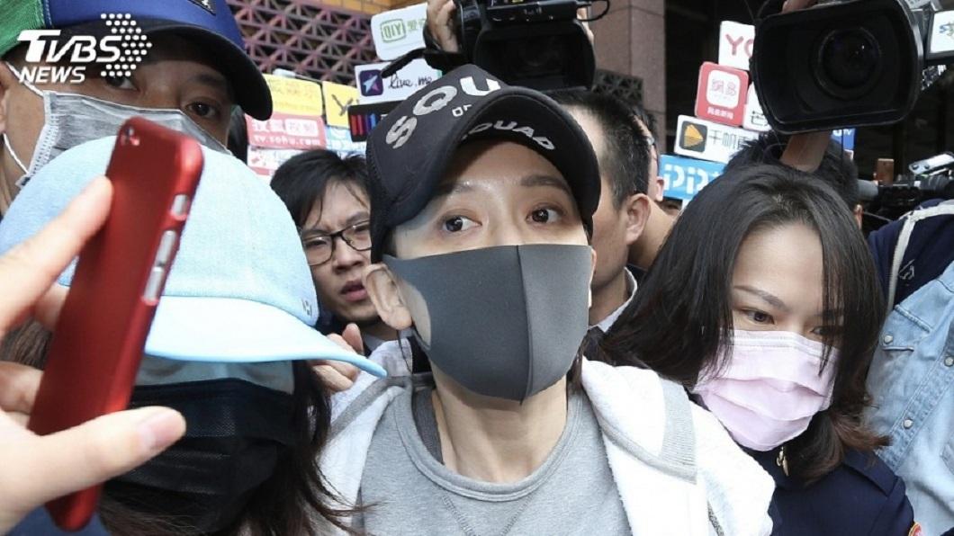 陳喬恩去年1月在台北市涉嫌紅燈右轉還酒駕,事後被移送北檢。(圖/中央社,TVBS)