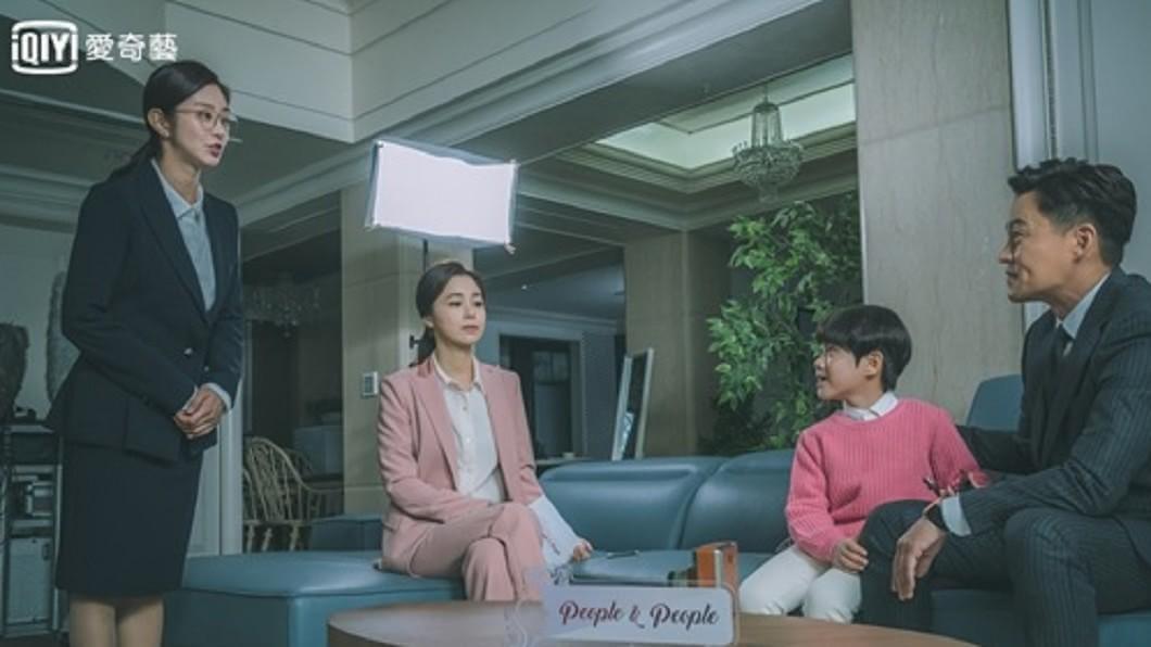 照片來源:愛奇藝台灣站、韓國OCN官網 《圈套》恐怖燒腦破表 真正惡魔竟然是他!