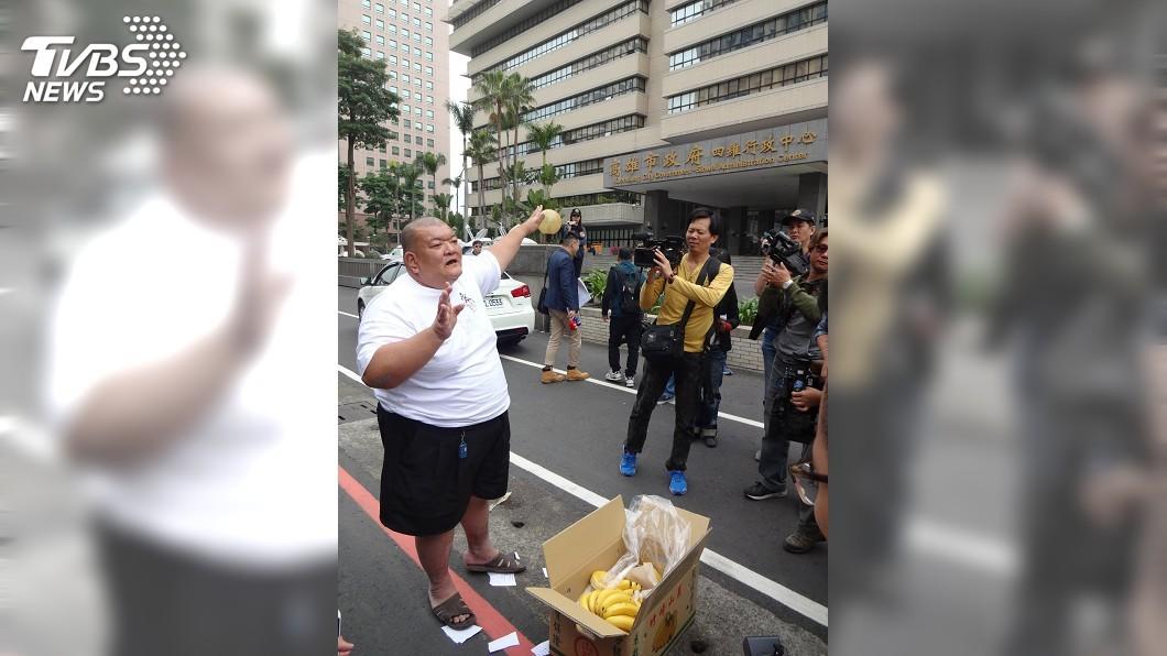 圖/中央社 遭「髮蠟哥」丟香蕉抗議 高市:已外銷220多噸