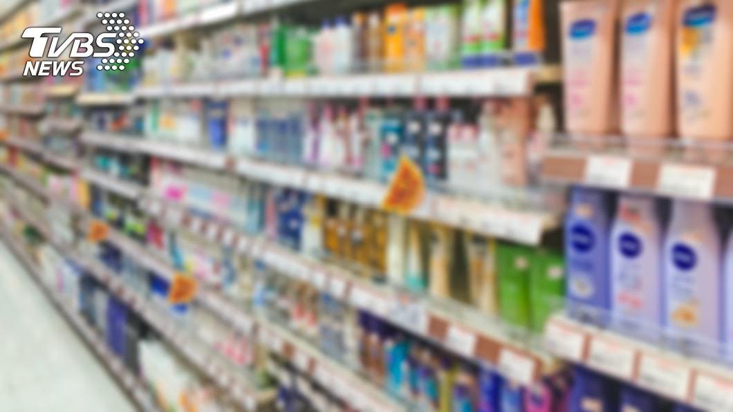 孕婦應避免使用過多的滯留型保養或化妝品。(示意圖/shutterstock) 準媽媽注意!孕婦太常擦保養品 寶寶易成過敏、氣喘兒