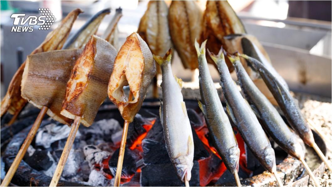烤魚示意圖/TVBS 衛福部對致癌物修法 夜市「烤魷魚」也將納管