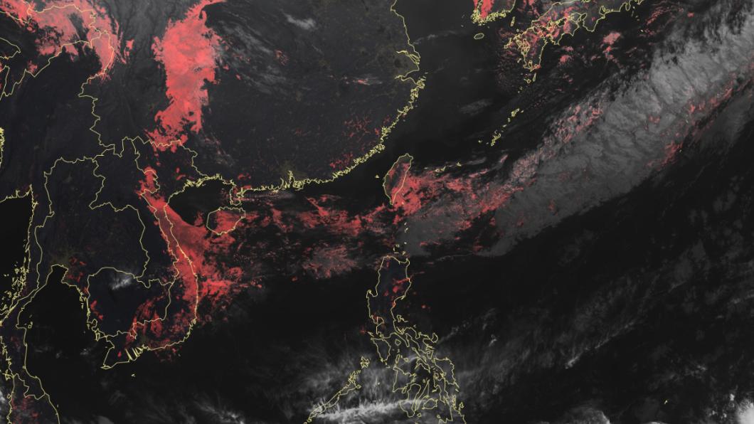 明晚將有一波鋒面接近,全台轉雨。圖/中央氣象局