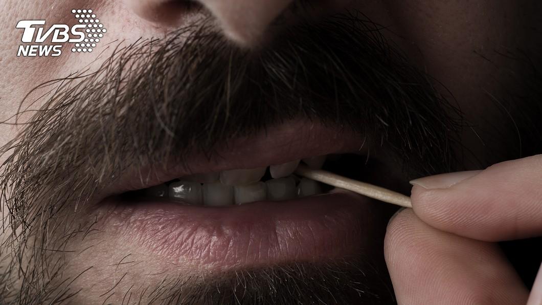 醫生提醒勿將尖銳危險物品含在口裡,以避免危險發生。示意圖,圖/TVBS 「6公分牙籤」體內漂流9公分 老翁腹腔全爛…