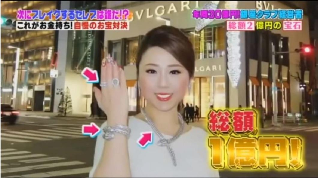 高嶋理惠子除了自我要求極高外,對於旗下小姐的素質要求也十分嚴苛。(圖/翻攝自YouTube)