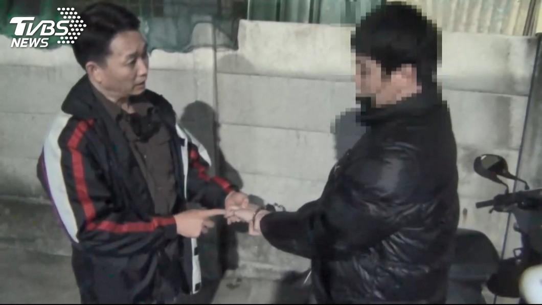圖/TVBS 賊變裝闖藝品店空門 偷320萬鑽戒、玉飾、洋酒