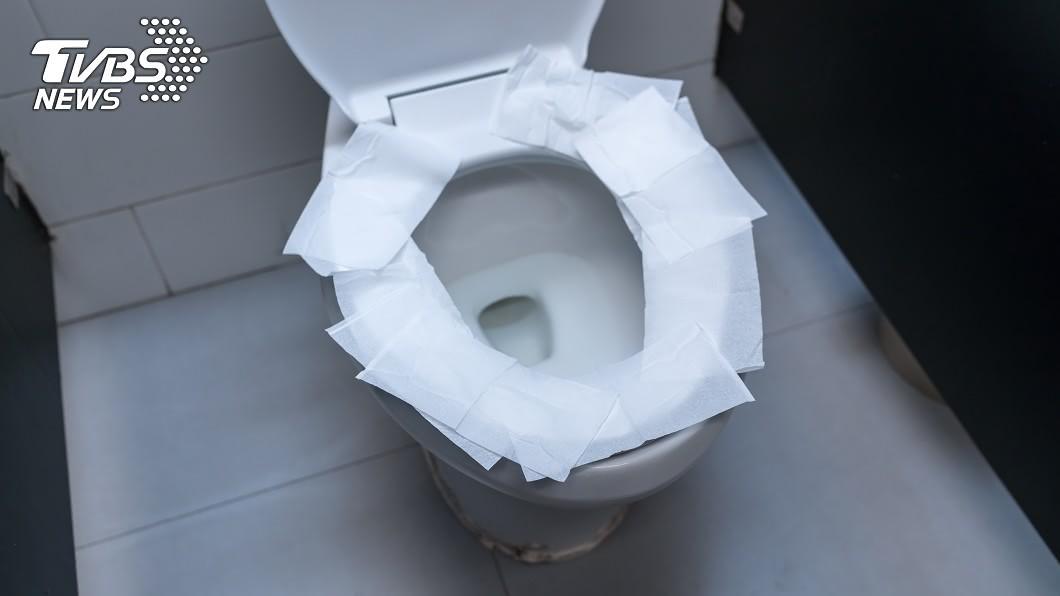 示意圖/TVBS 驚!馬桶坐墊「鋪衛生紙」 專家揭真相:這樣更髒