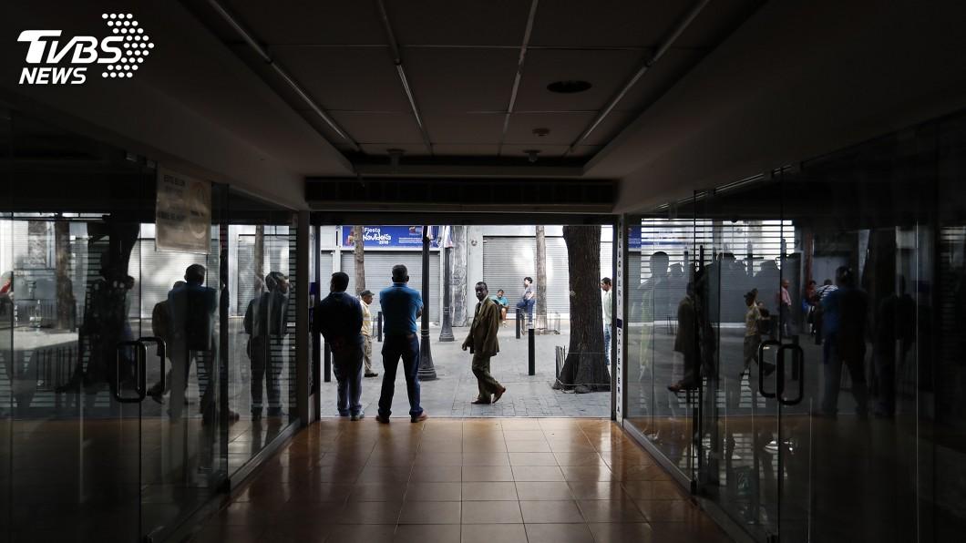 圖/達志影像美聯社 大停電近一週 委內瑞拉控美國網攻搞破壞