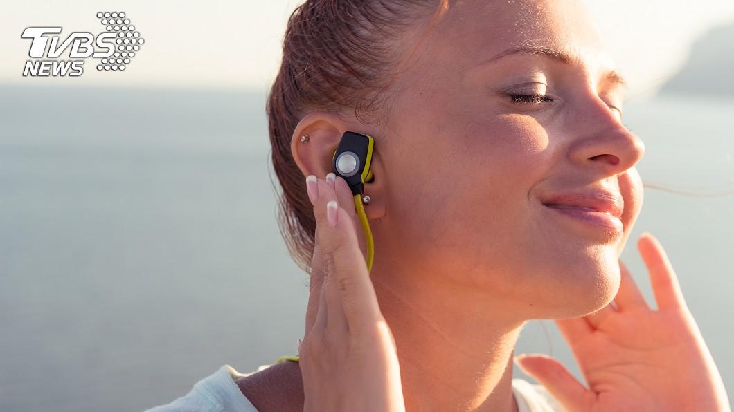 示意圖/TVBS 藍芽耳機有致癌風險?醫建議:盡量少用
