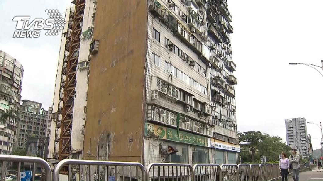 台北市中山區的錦新大樓,因為過去發生多次重大社會意外,被稱之為「台北第一凶宅」。(圖/TVBS資料畫面) 女租屋遇6鬼糾纏…驚魂48小時 逃跑被拉腳踝慘摔